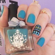 Turquoise nails. Tribal nails. Nail art. Nail design. Polishes. Polish. Esmalte perolado Paula, da marca Diva e película tribal da loja Estilo Rosa. Instagram photo by @morganapzk