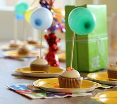 Balloon Cupcake Toppers - balloon on skewer