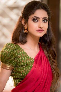 Beautiful Saree, Beautiful Models, Most Beautiful, Beautiful Women, Ayesha Photos, Off Shoulder Floral Top, Actress Priya, Celebrity Photographers, Saree Photoshoot