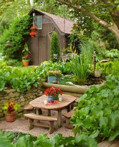 Cute dining niche! More beautiful backyards:  http://www.midwestliving.com/garden/ideas/30-beautiful-backyards/