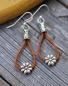 Cowgirl Daisy Leather Earrings Put on your cowboy boots and stick a flower in your hair to match these cool, country chic earrings that feature [. Diy Leather Earrings, Leather Jewelry, Beaded Earrings, Boho Jewelry, Earrings Handmade, Jewelry Crafts, Beaded Jewelry, Jewelry Accessories, Fashion Jewelry
