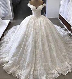 Seba Gelinlik - Bakırköy İstanbul #gelinlik #gown #weddinggown #bride #bridetobe #promdress #bridalfashion #gelinlikmodelleri #bridemaids…