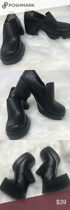 """Vintage 90s MUDD Chunky Platform heels shoes 6M Vintage 90s Mudd Platform heels Shoes Black Leather Size tag is 7M but it is not true to size. Fits a 6/6.5 Heels 3.5"""" They are still in good condition Mudd Shoes Platforms"""