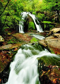 Best Waterfalls in Virginia http://www.stopsleepgo.com/vacation-rentals/virginia/united-states