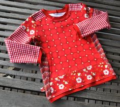 How to make a pattern for a mixed fabric shirt. http://smilas.blogspot.co.at/2014/02/creadienstag-oder-wie-schneide-ich.html