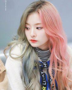 #nakyung #nagyung #fromis #fromis_9 Korea Hair Color, Kpop Hair Color, Hair Color Asian, Bold Hair Color, Hair Color Streaks, Girl Hair Colors, Asian Hair, Half And Half Hair, Half Dyed Hair