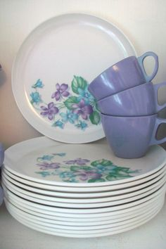 I really like vintage melamine, and I've never seen it in purple with violets before.  So pretty!