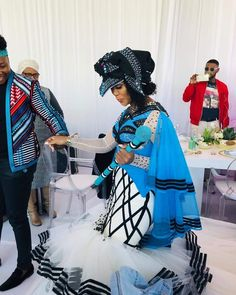 African Traditional Wedding Dress, Traditional African Clothing, Traditional Wedding Attire, Traditional Outfits, African Wear Dresses, Latest African Fashion Dresses, African Inspired Fashion, African Print Fashion, African Wedding Attire