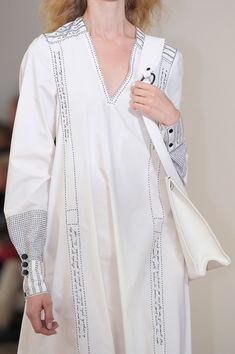 Lemaire at Paris Fashion Week Spring 2016 - Details Runway Photos Hijab Fashion, Fashion Art, Runway Fashion, Fashion Dresses, Womens Fashion, Fashion Design, Kurta Designs, Fashion Details, Textiles
