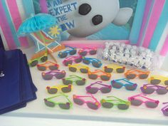 """Olaf """"what frozen things do in summer"""" birthday party. Bubbles and sunglasses party favors."""