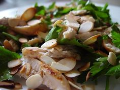 Salada de Frango, Amêndoas e Salsinha – Trem Bom