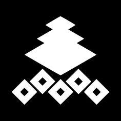 三階菱に五つ釘抜 さんかいびしにいつつくぎぬき Sankaibishi ni itsutsu kuginuki.  The design of the Hishi and Kuginuki.
