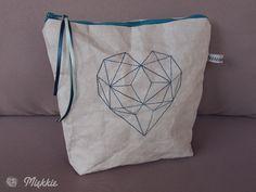 Prosta kosmetyczka z Washable Kraft Paper - tutorial i wzór serca do wyszycia DIY Vanity bag made from Washable Kraft Paper - tutorial & free polygons heart pattern