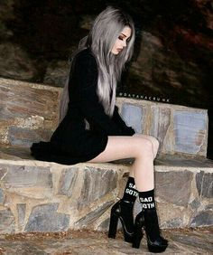 Top Gothic Fashion Tips To Keep You In Style. As trends change, and you age, be willing to alter your style so that you can always look your best. Consistently using good gothic fashion sense can help Goth Beauty, Dark Beauty, Dark Fashion, Gothic Fashion, Steampunk Fashion, Gothic Steampunk, Fashion Fashion, Korean Fashion, Fashion Ideas