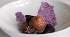 schokolade, cassis-tee-mousse, veilchen gelee, kakao, quinoa krokant