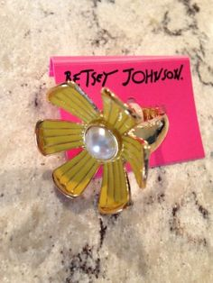 NEW Betsey Johnson Flower Yellow Daisy Ring One Size - http://designerjewelrygalleria.com/betsey-johnson/new-betsey-johnson-flower-yellow-daisy-ring-one-size/