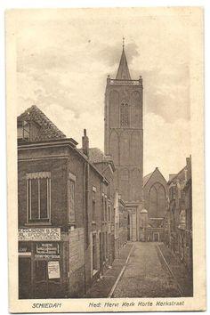 Schiedam Colignon voorloper van Gent en Loos. Grote markt achterkant Stadhuis, zicht op de Sintjanskerk