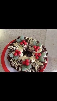 Christmas rocky road wreath Christmas Ideas, Christmas Wreaths, Rocky Road, Christmas Cooking, Cake Decorating, Pie, Foods, Decoration, Desserts
