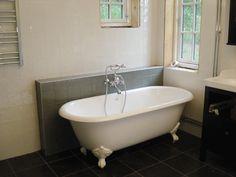 Badkar i Göteborg Cabin Homes, Clawfoot Bathtub, New Homes, Design, Bathroom Ideas, Elegant, Classy, Chic