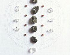 Grilla de cristal, Abundancia y suerte---enmarcado, pirita, cobre, claro cuarzo, geometría sagrada