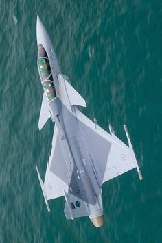 Eurofighter Thyphoon<<< isn't this a dassult rafale? Airplane Fighter, Fighter Aircraft, Military Jets, Military Aircraft, Air Fighter, Fighter Jets, Saab Jas 39 Gripen, War Jet, South African Air Force