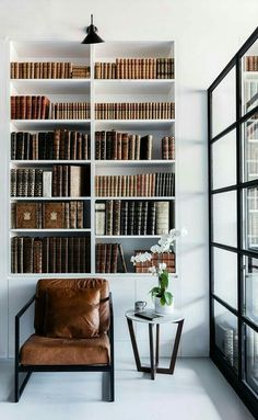 home theater planejado sala luxo masculine home office/library with white walls and lots of brown leather Contemporary Interior Design, Luxury Interior Design, Modern Contemporary, Contemporary Kitchens, Diy Interior, Room Interior, Design Living Room, Living Room Decor, Living Rooms