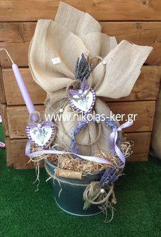 Μεταλλικός κουβάς με Λεβάντες! Περιέχει σοκολατένιο αυγό & λαμπάδα. www.nikolas-ker.gr Easter 2014, Button Art, Easter Crafts, Hanukkah, Easter Eggs, Shabby Chic, Baptisms, Kleding, Shabby Chic Decorating