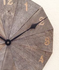 Cool wall clocks: unusual wall clock pallet wood by CleverRuthie