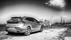 VOLVO V40 Cross Country in black and white