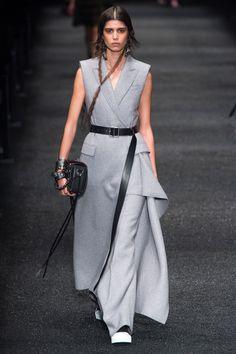 Александер Маккуин Fall 2017 Ready-to-Wear Коллекция фотографий - Vogue