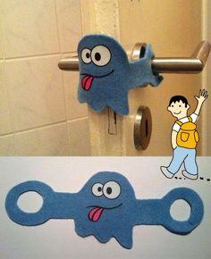 Divertida idea para las puertas del colegio. Protege a tus alumnos de posibles accidentes decorando las puertas