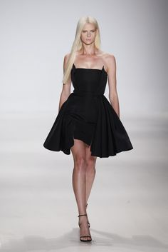 August Getty RTW Spring 2015 - Slideshow - Runway, Fashion Week, Fashion Shows, Reviews and Fashion Images - WWD.com