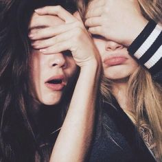 There's no one like your BFF! Check out these BFF pictures & bestie poses ideas Selfie Poses, Bff Poses, Photos Bff, Friend Photos, Friend Pictures, Best Friend Poses, Best Friends, Shooting Photo Amis, Friend Tumblr