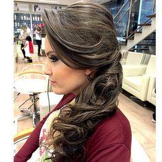 Penteados para Casamento Convidada 2015 (Foto:Divulgação) Erika, Hair Beauty, Dreadlocks, Make Up, Hair Styles, Wedding, Fashion, Hairstyles For Bridesmaids, Loose Curls