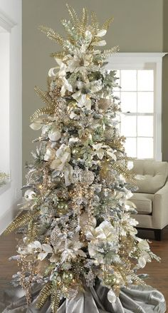 Beautiful Decorated Christmas Tree http://imagespictures.net/beautiful-decorated-christmas-tree-40/