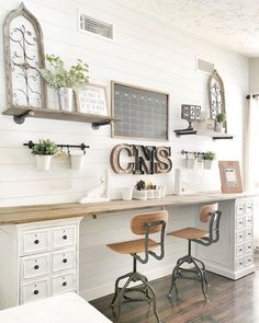 Farmhouse office decor charming farmhouse decor ideas for your home office you have to see this . Diy Office Desk, Home Office Space, Office Walls, Home Office Design, Home Office Decor, Home Decor, Office Ideas, Loft Office, Small Office