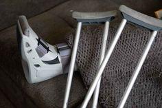 Κάταγμα αμφισφύριου ποδοκνημικής και φροντίδα τραυματία Work Accident, Workplace Accident, Long Term Illness, Back Support Pillow, Walker Boots, Personal Injury Claims, Person Falling, Bone Fracture, Crutches