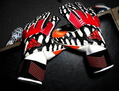 I'm in love with these gloves! Keeper Gloves, Goalie Gloves, Im In Love, Nice, Gloves, Sports, Nice France