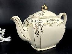 Sadler Cube Teapot, English Porcelain Tea Pot, Antique White Sad – The Vintage Teacup Porcelain Ceramics, China Porcelain, Porcelain Dinnerware, Painted Porcelain, Tea Cup Saucer, Tea Cups, Tea Rose Garden, Roses Garden, Tea Pot Set