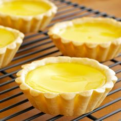 Egg tart is one of the Hong Kong classic. Everyone in Hong Kong loves egg tart. They like to eat it for breakfast, brunch as dim sum or tea time snack. An egg tart is a baked egg custard in a pastr… Baked Egg Custard, Custard Tart, Chinese Egg Tart, Chinese Food, Tart Recipes, Snack Recipes, Cooking Recipes, Tea Time Snacks, Shortcrust Pastry