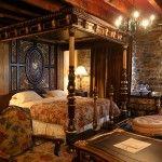 Une chambre spacieuse et luxueuse avec une ambiance propice à un sommeil facile, serein et confortable.  .