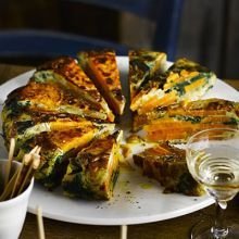 Spinach and Sweet Potato Tortilla Sweet potato adds a different flavour to this healthy Spanish-inspired tortilla. It's perfect to prepare ahead of a tapas night. Tapas Recipes, Veggie Recipes, Vegetarian Recipes, Cooking Recipes, Healthy Recipes, Vegetarian Tapas, Tapas Ideas, Crab Recipes, Veggie Food