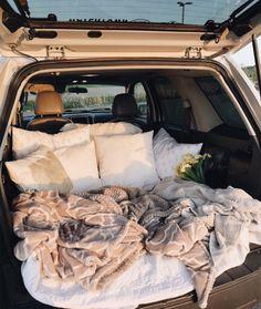 sleepover with boyfriend Travel Couple Goals Friends Ideas Summer Goals, Summer Fun, Car Dates, Movie Dates, Fun Sleepover Ideas, Sleepover Party, Party Fun, Cute Date Ideas, 31 Ideas