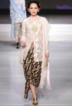 Model Kebaya Kartini Modern Terbaru 2016