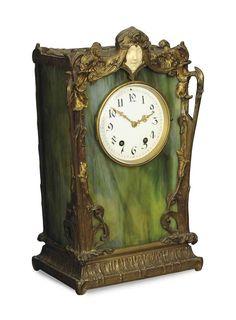 ART NOUVEAU - Pendule début du XXe siècle, boîtier en en verre opale, cadre en bronze doré, figure en ivoire ==> http://www.christies.com/lotfinder/clocks/an-art-nouveau-gilt-bronze-mounted-slag-glass-and-5543343-details.aspx?from=searchresults&intObjectID=5543343&sid=d536761b-97ff-4007-a1df-b59ceb4093e5