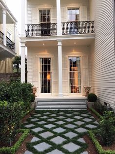 Photo of The Plant Gallery - New Orleans, LA, United States. Formal Walkway Design by TPG Southern Style Homes, Southern Porches, New Orleans Decor, New Orleans Homes, Victorian Windows, Victorian Homes, Landscape Curbing, Backyard Paradise, Cottage Design
