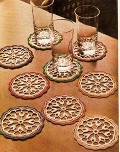 BethSteiner: Coaster in crochet Love Crochet, Crochet Motif, Crochet Designs, Crochet Doilies, Crochet Lace, Crochet Patterns, Crochet Coaster, Crochet Home Decor, Crochet Crafts
