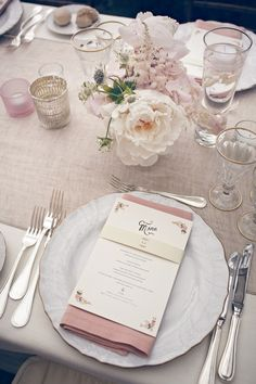 Al Fresco Wedding with pinks & neutrals for a truly elegant setting Flower Table Decorations, Garden Wedding Decorations, Decoration Table, Flower Centerpieces, Table Place Settings, Wedding Table Settings, Romantic Table, Wedding Menu Cards, Santorini Wedding