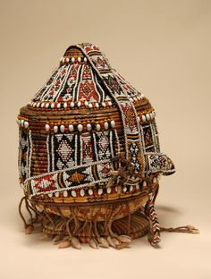 Africa | Basket from Djibouti | raffia, shells and glass beads //
