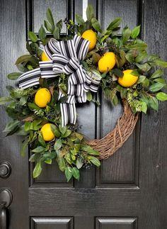 Front Door Decor, Wreaths For Front Door, Door Wreaths, Front Porch, Front Entry, Front Doors, Couronne Diy, Summer Wreath, Spring Wreaths